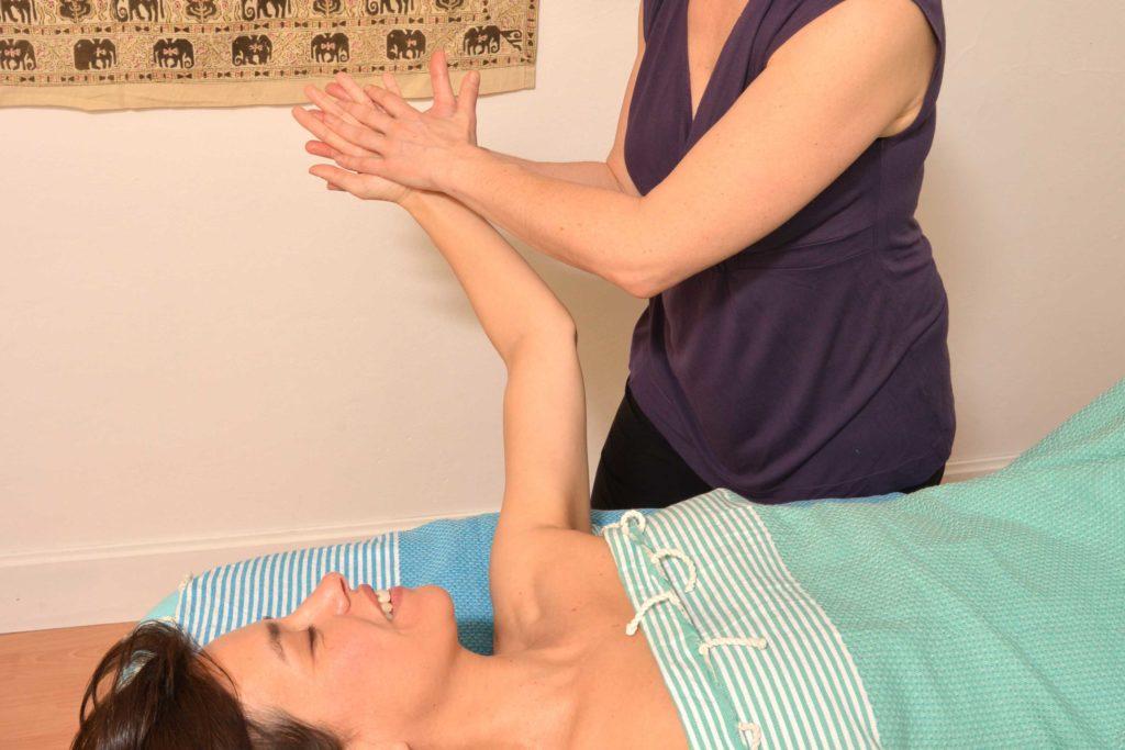 Explorer l'univers du toucher et découvrir les bases du massage en duo